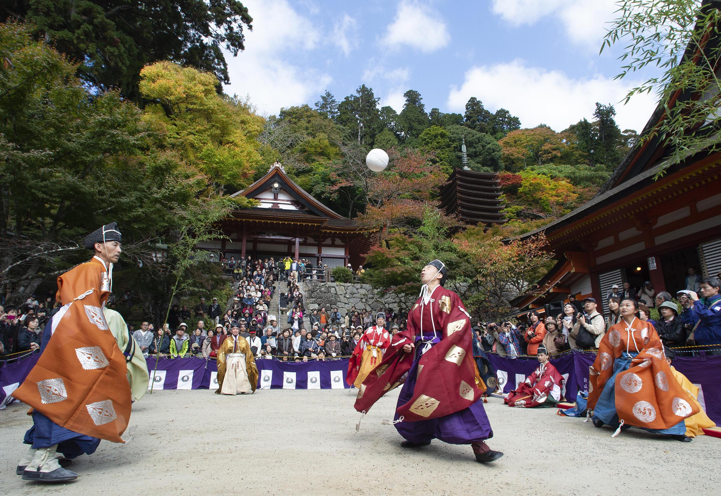 奈良のまつり③ 民俗写真家が誘う談山神社の「けまり祭」